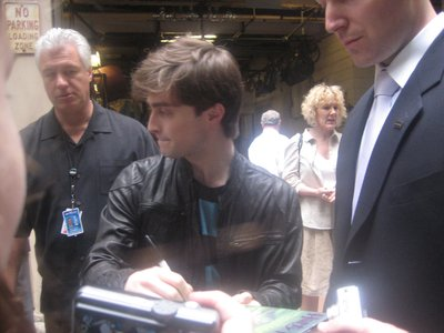 Normal_radcliffe_appearances_regisandkelly_07