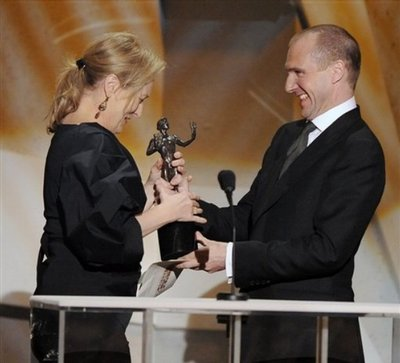 Normal_fiennes_appearances_guildawards09_09