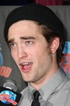 Thumb_pattinson_appearances_planethollywoodhandprint08_74