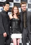 Thumb_pattinson_appearances_twilightprssconfjapan_03