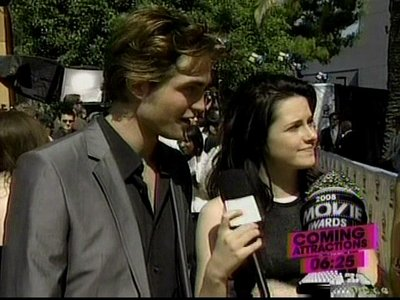 Normal_pattinson_interviews_mtvmovieawards08_015
