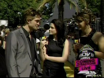 Normal_pattinson_interviews_mtvmovieawards08_020