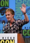 Thumb_felton_appearances_comiccon2010_003