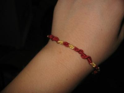 Normal_craftalong_housebracelets_gryffndor_alatarielle
