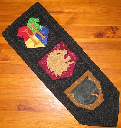 Quilted wall hanging by ofenjen.