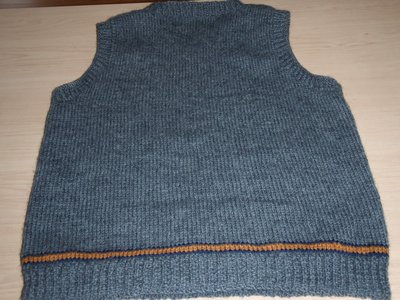 Normal_contest_nov2010_knitting_ravenclawvest1_back_josee-madalia