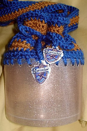 Crochet_otheritems_muggledevices_ravenclaw_yarncaddy1_archerpren