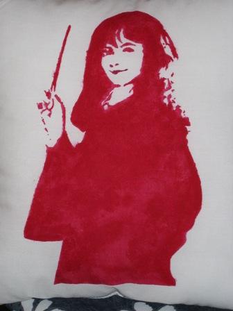 Fabric_embellishment_stencil_hermionepillow_yamwam