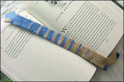 Normal_knitting_bookmark_dobbystylehousesockmark_img1_deebrown