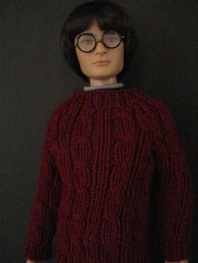 Normal_knitting_muggledevices_hpssredcabledollsweater2_meredithsecaur