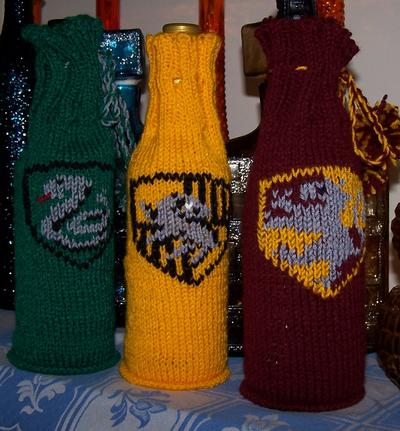 House Crest Wine Cozy