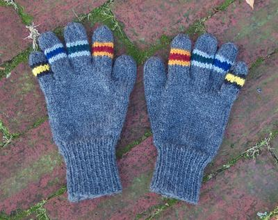 Normal_knitted_mugglewear_gloves_houseunity_ruthbendig