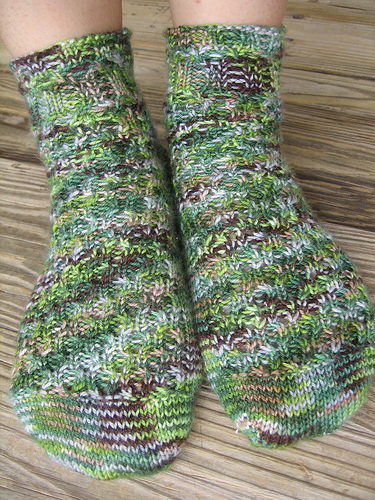 Knitting_mugglewear_gillyweedsockb_quietish