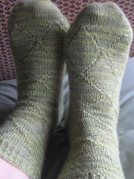 Knitting_mugglewear_socks_phineas_quieitsh