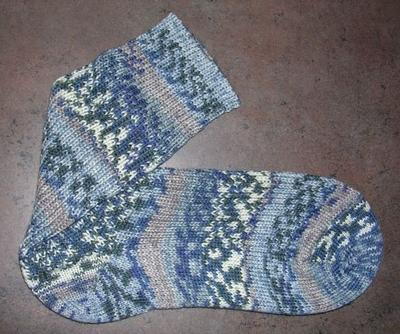 Normal_crafts_knitting_hpsocks_draco_02