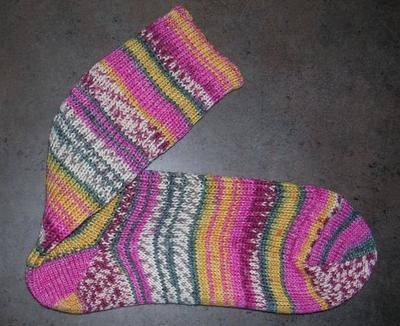 Normal_crafts_knitting_hpsocks_tonks_02