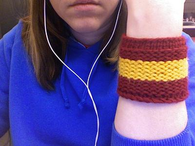 Normal_knitted_wristbands_gryffindor_jolene_mylittleneedledotcom