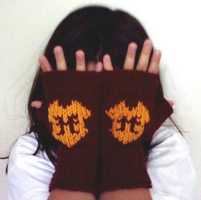 Normal_knitting_mugglewear_gauntlets_gryffindor_pjreard