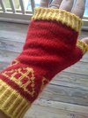 Thumb_knitting_mugglewear_wristwarmer_dhgryffindor_quietish