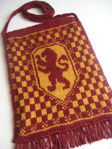 Gryffindor Crest Fair Isle Bag - outside