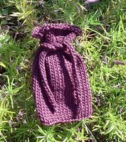 Knitting_pursespoucesotherbags_witchytrinketbag_angela