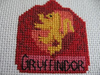 Normal_needlework_crossstitch_hogwartsandthefourhouses_coasters_gryffindorcoaster_joanne