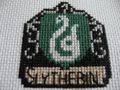 Normal_needlework_crossstitch_hogwartsandthefourhouses_coasters_slytherincoaster_joanne