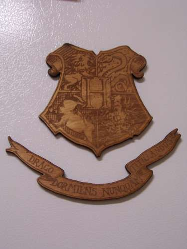 Othercrafts_misccrafts_hogwartscrestmagnet_nickmcgill