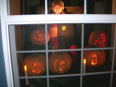 Normal_potterparties_decorations_halloweenwindow2_artisticmom