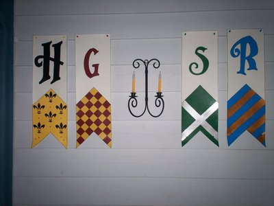 Normal_potterparties_decorations_housebanners_artisticmom