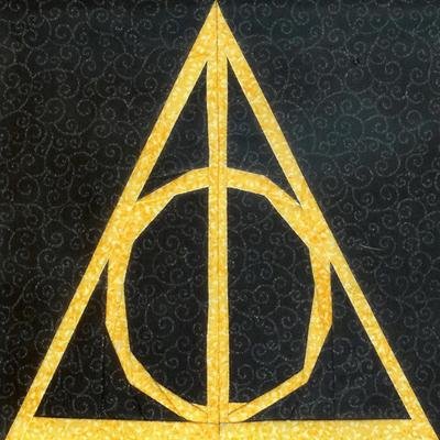 Normal_quilting_wizardingdevices_signsandsymbols_deathlyhallowssymbol_jenniferofenstein_ofenjen