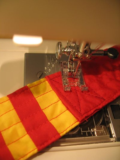 Normal_sewing_muggledevices_gryffindorguitarstrap_step6b_quietish