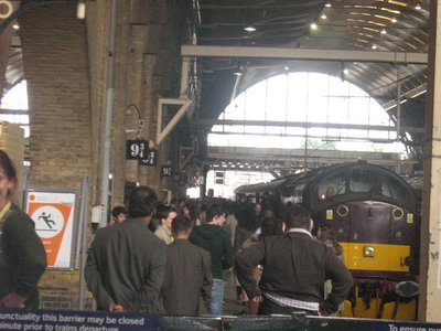 Normal_deathlyhallows_behindthescenes_2010maykingcrossepilogue_16
