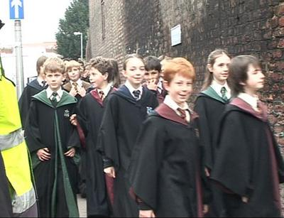 Normal_movies_hbp_gloucester_hogwartstudents_012