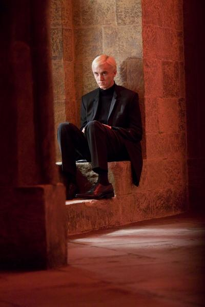 Normal_movies_halfbloodprince_officialhighres_broodingmalfoy_001