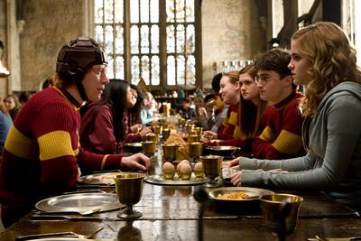 Normal_movies_halfbloodprince_officialhighres_quidditchbreakfastronharryhermioneginny_007