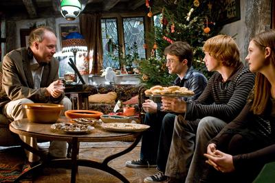 Normal_movies_halfbloodprince_officialhighres_yatesgrintradcliffewrightburrow_006