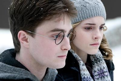 Normal_movies_officialhalfbloodprince_harryhermionewinter_002