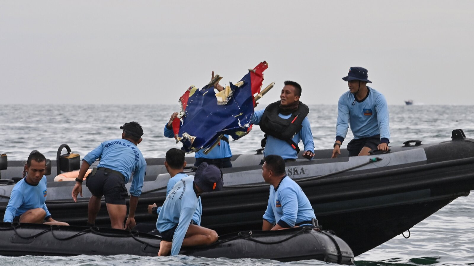 Searchers find debris, body parts from missing Indonesian jet