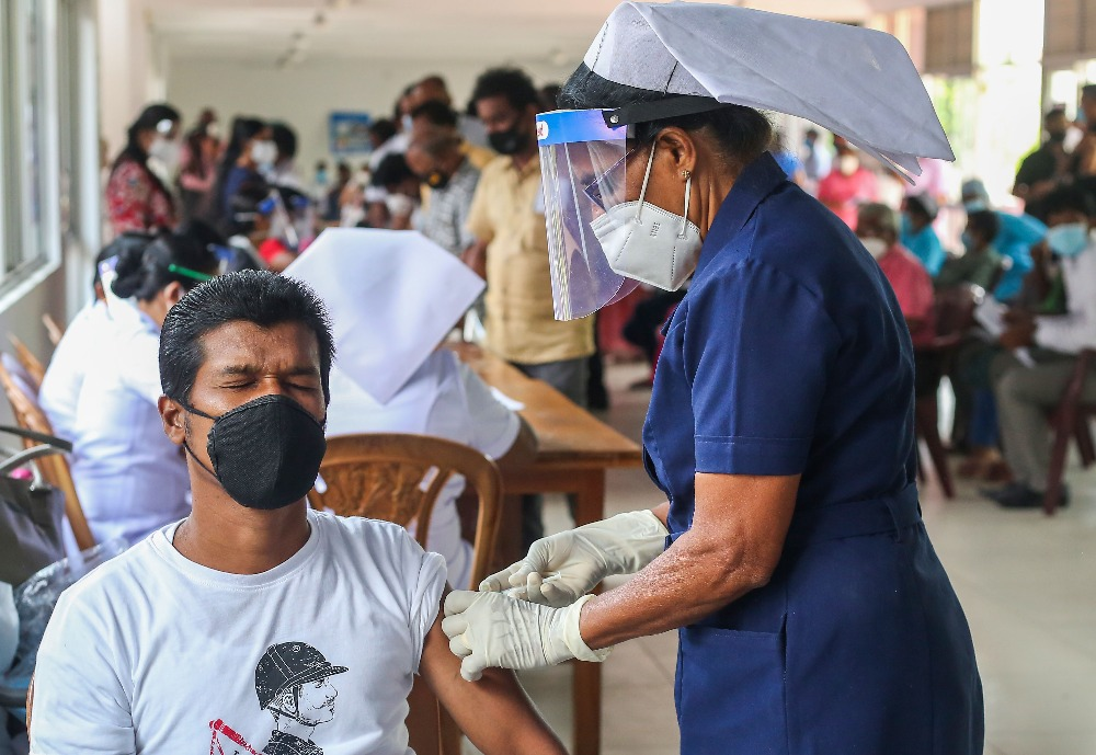 Over 200,000 vaccines administered yesterday, SL receives praise from WHO