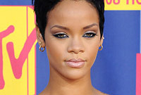 Side-rihanna_1