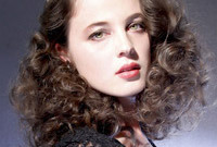 Curly-hairstyle-ideas-for-a-night-out-side