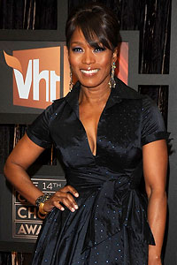 Angela Basset hairstyles