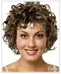Model with natural curls
