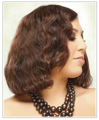 Model with mid-length retro waves