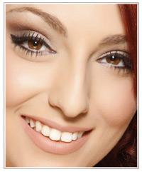 Model black eyeliner