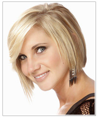 Model with medium length blonde hair