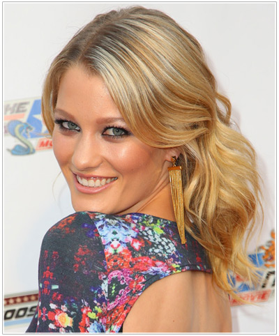 Try on Ashley Hinshaw hairstyles