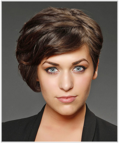 Model with formal asymmetrical bob