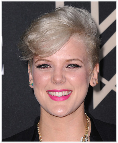 Betty Who hairstyles